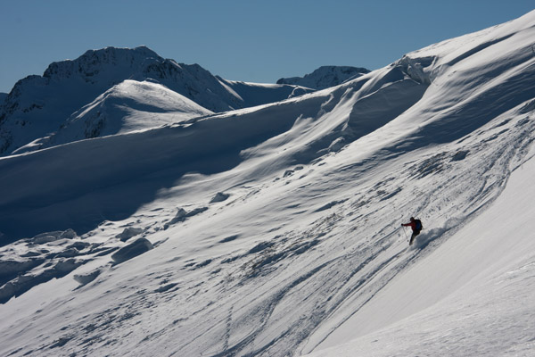 Skiing down above the Col de Port